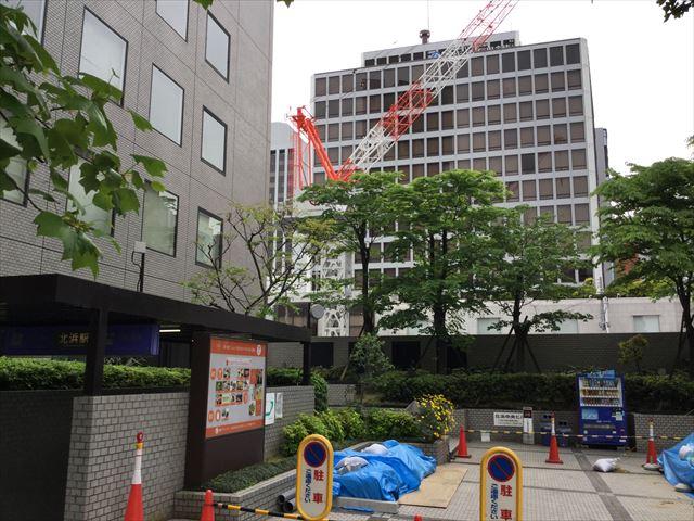 京阪北浜駅と建設中の「北浜ザタワー」