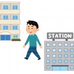 駅からマンションまで歩いている様子