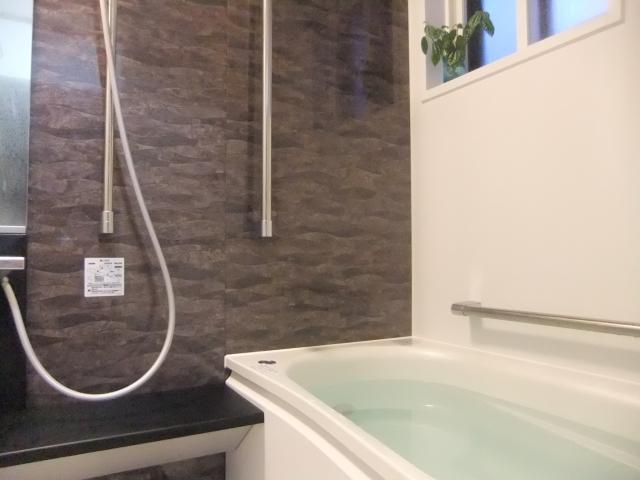 バスルーム(壁が高級仕様)