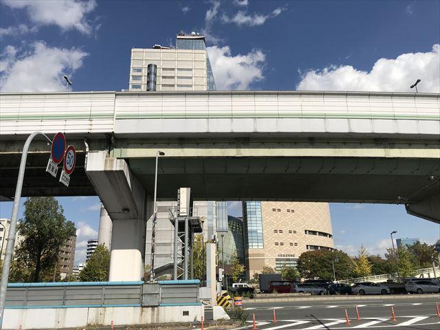 中央大通りと大阪歴史博物館