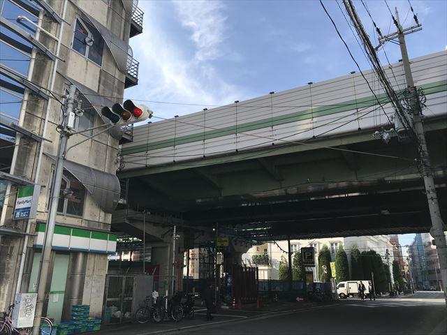 御堂筋本町から見える阪神高速道路