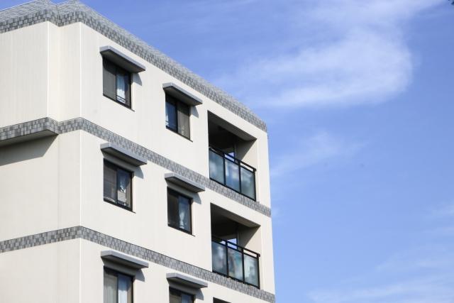 マンションの窓とバルコニー