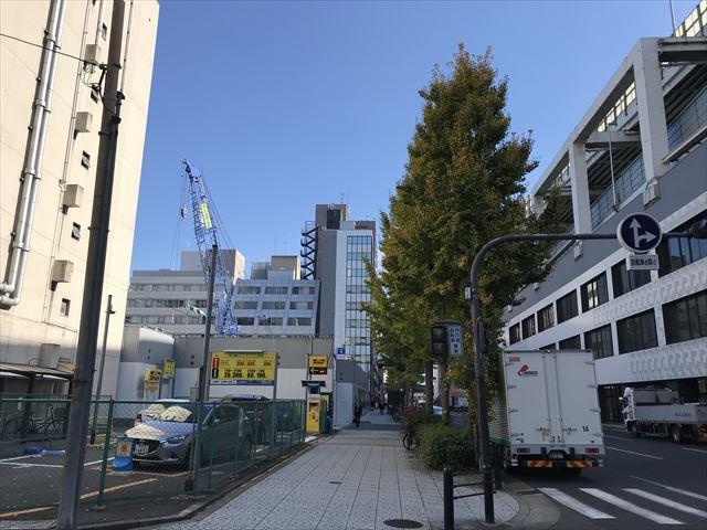 建設中の「MJR堺筋本町タワー」と中央大通り、船場センタービル