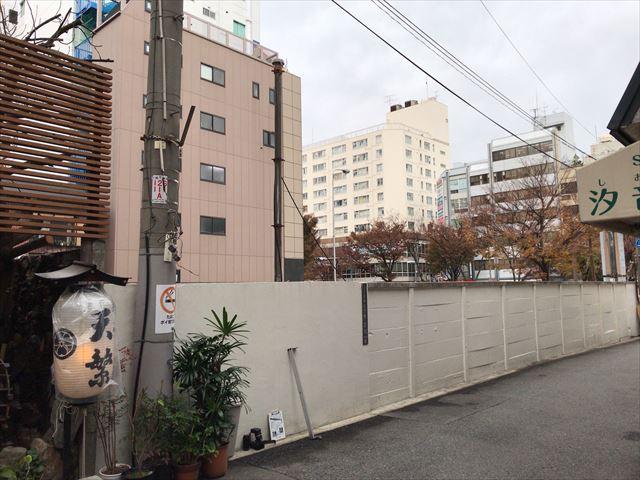 マンション「ネベル大阪上本町」東側