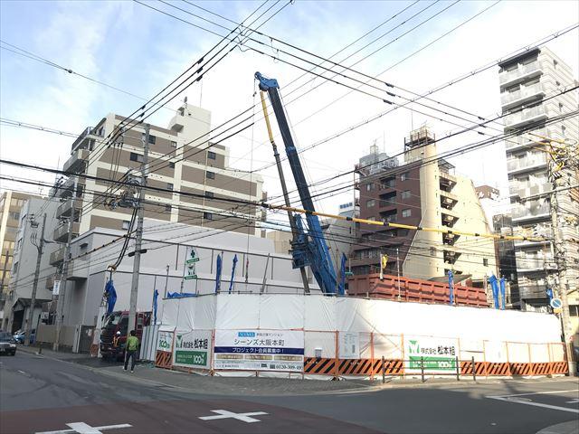 分譲マンション「シーンズ大阪本町」斜め前