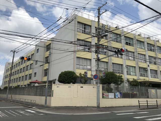鯰絵東小学校