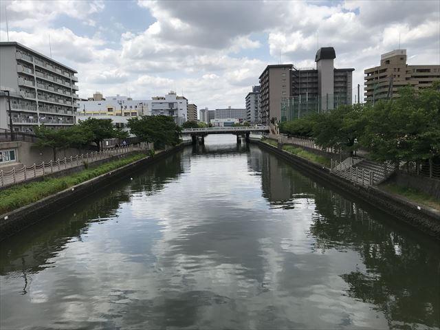 鶴見通から見た城北川