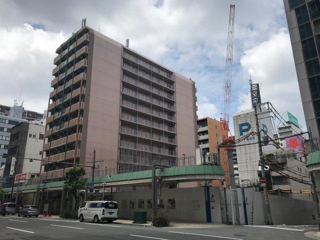 「まっちゃまち筋商店街」から見た「ブランズ大阪松屋町」