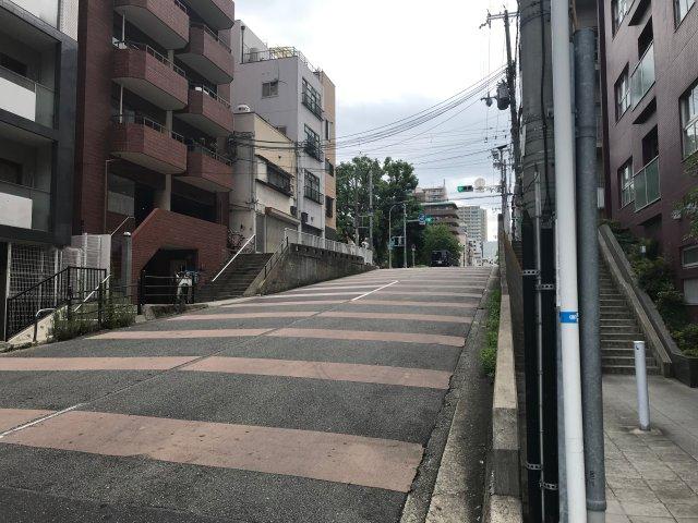 松屋町筋から見える坂道