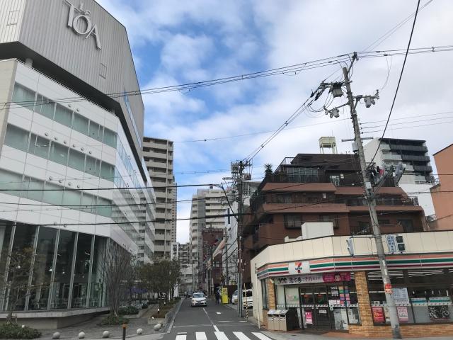 セブンイレブン大阪筆ケ崎町店とル・トーア東亜美容専門学校