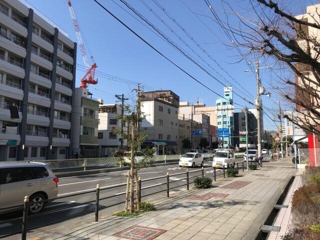 大阪電子専門学校の前