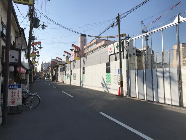 「ディモア城東シティ」と東中浜商店街