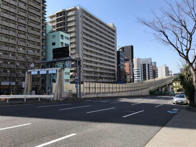千日前通の阪神高速高津料金所