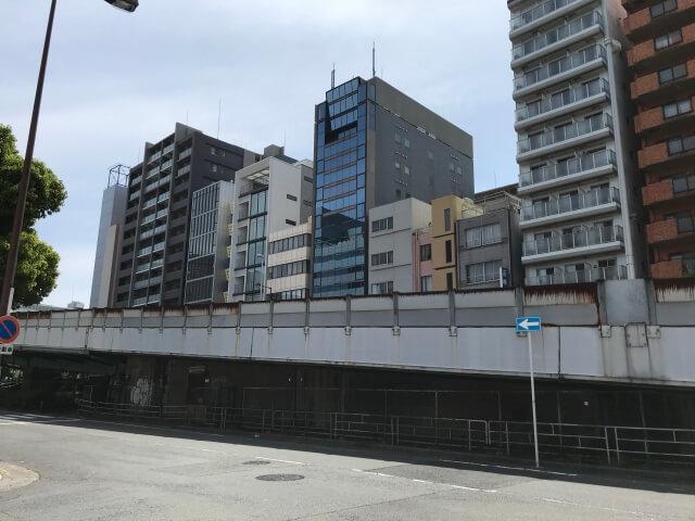 「シエリアタワー大阪天満橋」西側の谷町筋