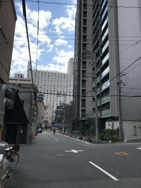 「近鉄上本町店」と「シェラトン都ホテル大阪」から見た「レジェイド上本町」