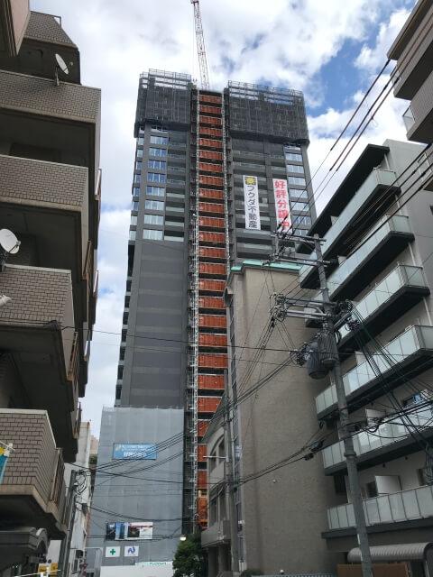 「ピアッツァタワー上本町EAST」西側