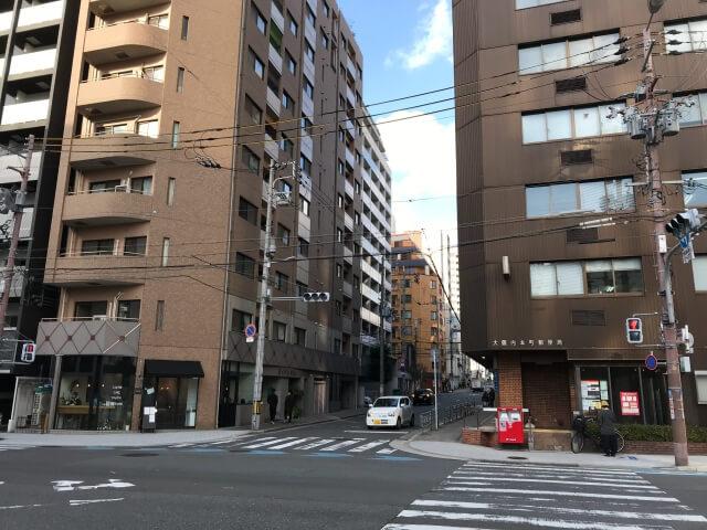 カフェ「RETTE」と「大阪内本町郵便局」